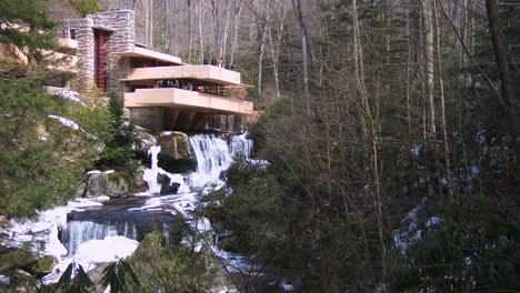 Frank-Lloyd-Wright-s-Falling-Water-house-in-Pennsylvania