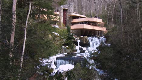 Frank-Lloyd-Wright-s-Falling-Water-house-in-Pennsylvania-1