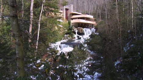 Frank-Lloyd-Wright-s-Falling-Water-house-in-Pennsylvania-2