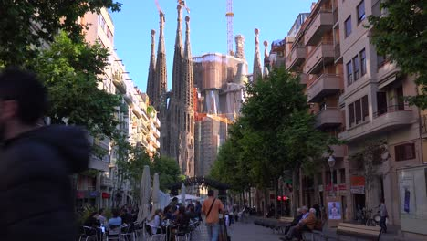 The-Sagrada-Familia-cathedral-by-Gaudi-amongst-apartments-and-buildings-in-Barcelona-Spain-2