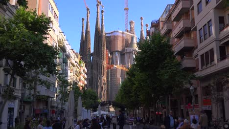 The-Sagrada-Familia-cathedral-by-Gaudi-amongst-apartments-and-buildings-in-Barcelona-Spain-3