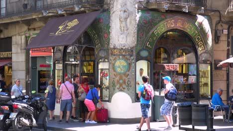 Ein-Farbenfrohes-Restaurant-In-Einer-Seitenstraße-In-Spanien