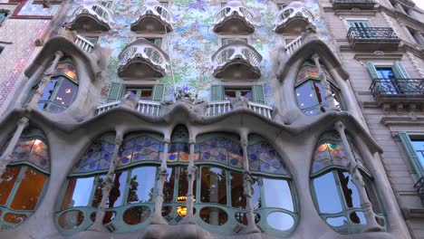 The-beautiful-facade-of-a-Gaudi-designed-building-in-Barcelona-Spain