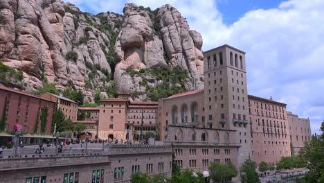 Das-Katholische-Kloster-Montserrat-In-Spanien