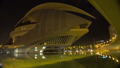 Una-Nave-Espacial-Como-Un-Edificio-De-Oficinas-Futurista-En-Valencia-España