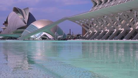 Inusual-Arquitectura-Futurista-De-Valencia-España-Sugiere-Una-Película-De-Ciencia-Ficción