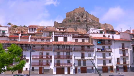 Old-residences-and-apartments-in-the-beautiful-castle-fort-town-of-Morella-Spain