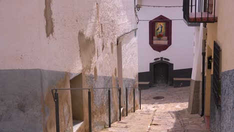 A-narrow-alleyway-features-the-virgin-mary-in-the-beautiful-castle-fort-town-of-Morella-Spain
