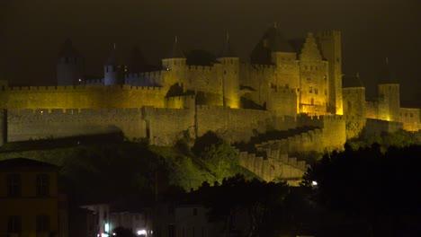 La-Hermosa-Fortaleza-Carcassone-En-El-Sur-De-Francia-Por-La-Noche