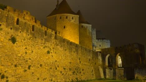 Las-Murallas-Y-Murallas-De-La-Hermosa-Fortaleza-Carcassone-En-El-Sur-De-Francia-Por-La-Noche