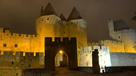 Las-Murallas-Y-Murallas-De-La-Hermosa-Fortaleza-Carcassone-En-El-Sur-De-Francia-En-La-Noche-1