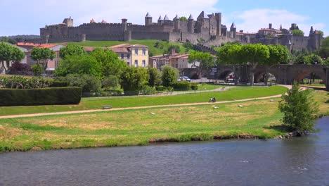 La-Hermosa-Fortaleza-Del-Castillo-De-Carcasona-Francia