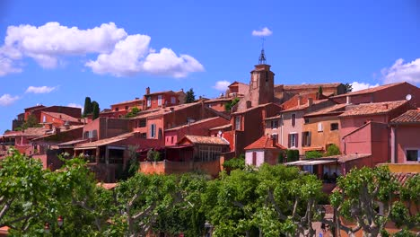 The-French-hill-town-of-Roussillon-France-with-it-s-colorful-buildings-is-a-highlight-of-Provence-1
