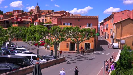 The-quaint-French-hill-town-of-Roussillon-France-with-it-s-colorful-buildings-is-a-highlight-of-Provence