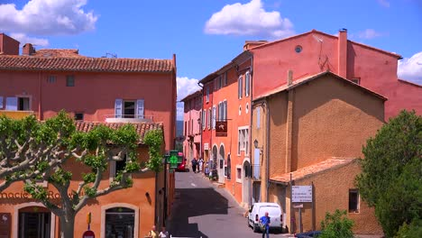 The-quaint-French-hill-town-of-Roussillon-France-with-it-s-colorful-buildings-is-a-highlight-of-Provence-2