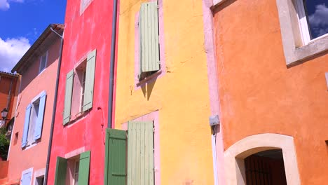 The-quaint-French-hill-town-of-Roussillon-France-with-it-s-colorful-buildings-is-a-highlight-of-Provence-3