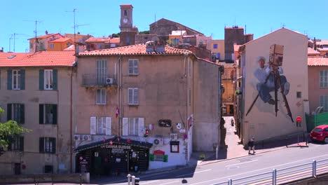 Los-Edificios-Están-Pintados-Con-Imágenes-De-Estrellas-De-Cine-Durante-El-Festival-De-Cine-De-Cannes-