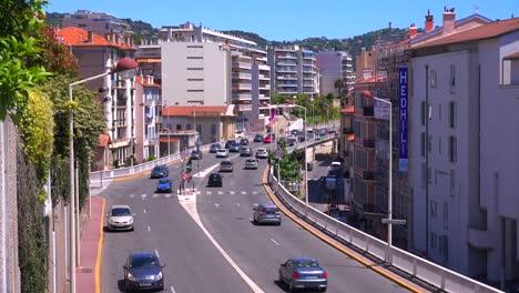 Los-Coches-Viajan-Por-Una-Vía-Importante-En-Cannes-Francia
