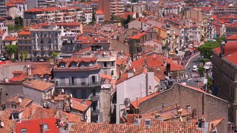Una-Vista-De-La-Ciudad-Y-Los-Tejados-Rojos-De-Cannes-Francia