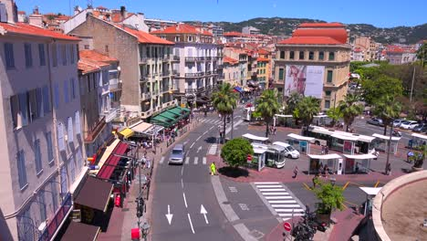 Vista-Clásica-De-Un-Bonito-Bulevar-En-Cannes-Francia