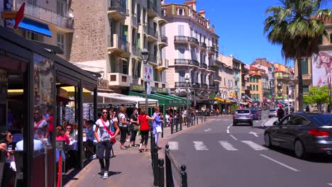 Classic-street-view-of-a-pretty-boulevard-in-Cannes-France-1