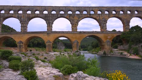 The-beautiful-Pont-Du-Gard-aqueduct-in-France
