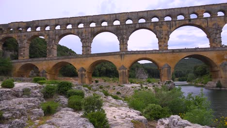 The-beautiful-Pont-Du-Gard-aqueduct-in-France-1
