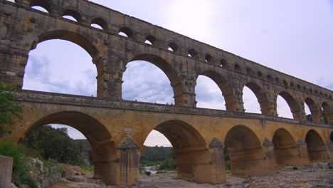 The-beautiful-Pont-Du-Gard-aqueduct-in-France-2