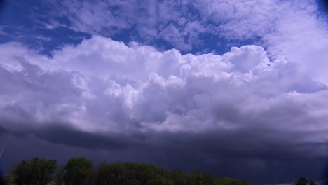 Large-white-thunderclouds-loom-on-the-horizon-as-a-storm-moves-in