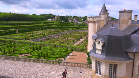The-remarkable-chateaux-and-gardens-of-Villandry-in-the-Loire-Valley-in-France-4