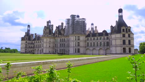 The-beautiful-chateau-of-Chambord-in-the-Loire-Valley-in-France
