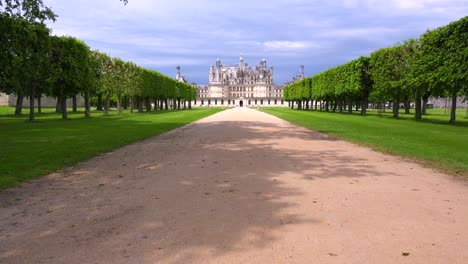 Tilt-up-to-reveal-the-beautiful-chateau-of-Chambord-in-the-Loire-Valley-in-France
