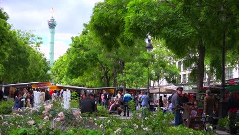 Outdoor-flea-market-in-the-Bastille-district-of-Paris-France-1