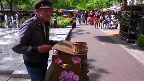 An-street-organ-player-entertains-passersby-in-Paris-France-1