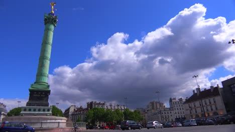 Una-Rotonda-En-El-Distrito-De-La-Bastilla-De-París-1