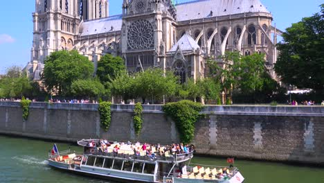 A-riverboat-travels-on-the-Seine-near-the-Notre-Dame-cathedral-in-Paris-2