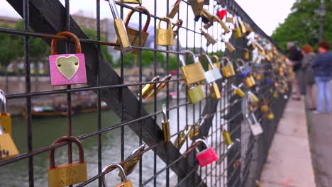 The-Pont-Des-Artes-bridge-in-paris-features-locks-from-couples-expressing-their-eternal-devotion-1