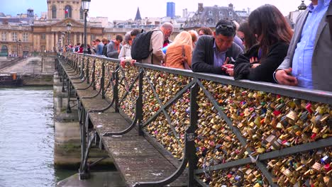 The-Pont-Des-Artes-bridge-in-paris-features-locks-from-couples-expressing-their-eternal-devotion-3