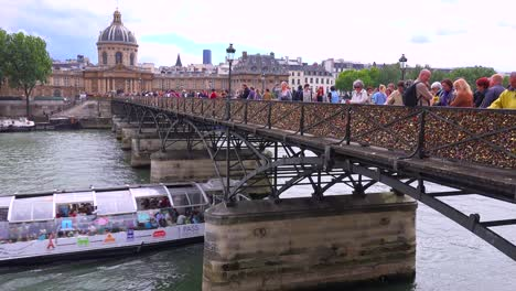 The-Pont-Des-Artes-bridge-in-paris-features-locks-from-couples-expressing-their-eternal-devotion-4