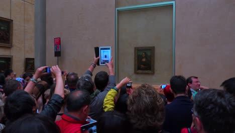 Touristen-Drängen-Sich-Um-Das-Mona-Lisa-Gemälde-Im-Louvre-Museum-In-Paris-In