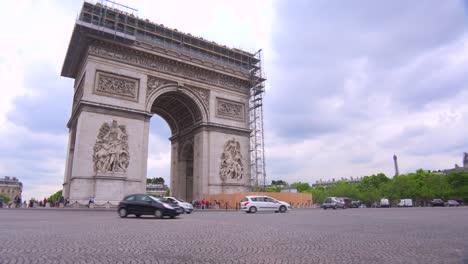 Traffic-circles-around-the-Arc-De-Triomphe-in-paris-France-1