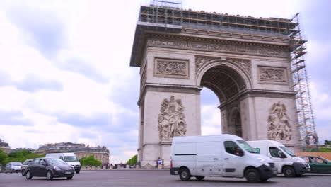 Círculos-De-Tráfico-Alrededor-Del-Arco-Del-Triunfo-En-París-Francia-3