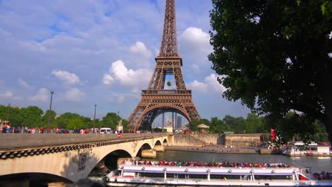 Riverboats-pass-on-the-Seine-River-next-to-the-Eiffel-Tower-Paris
