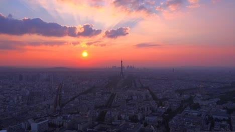 Hermosa-Vista-De-ángulo-Alto-De-La-Torre-Eiffel-Y-París-Al-Atardecer-1