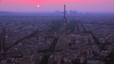 Wunderschöner-Blick-Aus-Der-Vogelperspektive-Auf-Den-Eiffelturm-Und-Paris-In-Der-Abenddämmerung-2