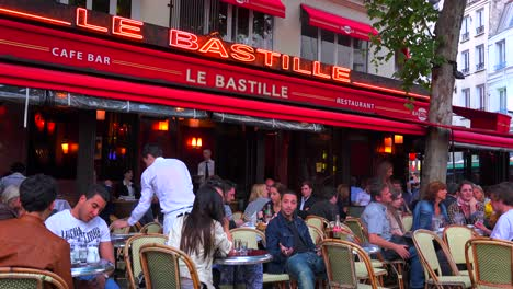 A-classic-Paris-outdoor-cafe-with-waiters-serving