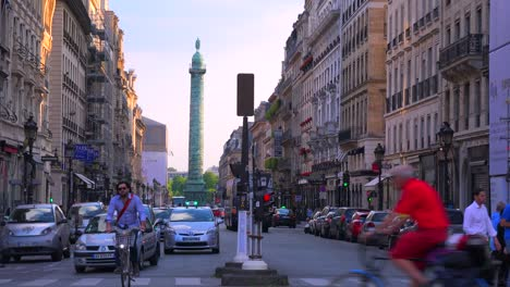 Traffic-moves-through-downtown-paris-2