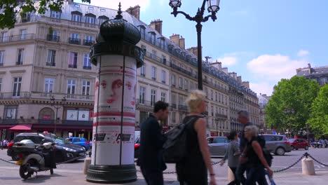 El-Tráfico-Se-Mueve-Por-El-Centro-De-París-3