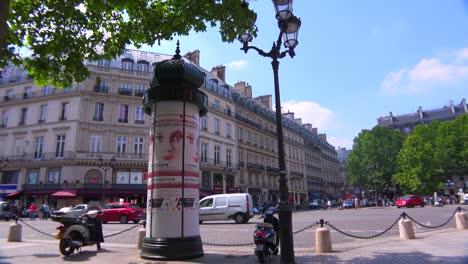 Traffic-moves-through-downtown-paris-4