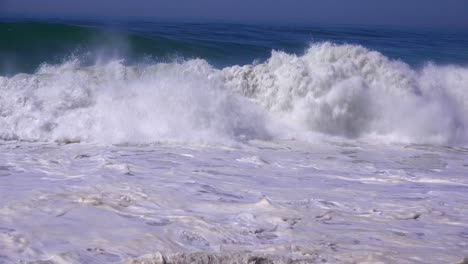 A-large-storm-in-Southern-California-causes-a-huge-swell-and-crashing-surf-1